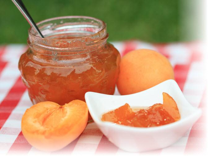 Сколько времени варить абрикосовое варенье дольками