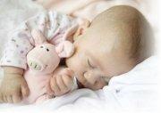 Нужна ли подушка новорожденному?