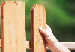 Видеоуроки по установке деревянного забора своими руками